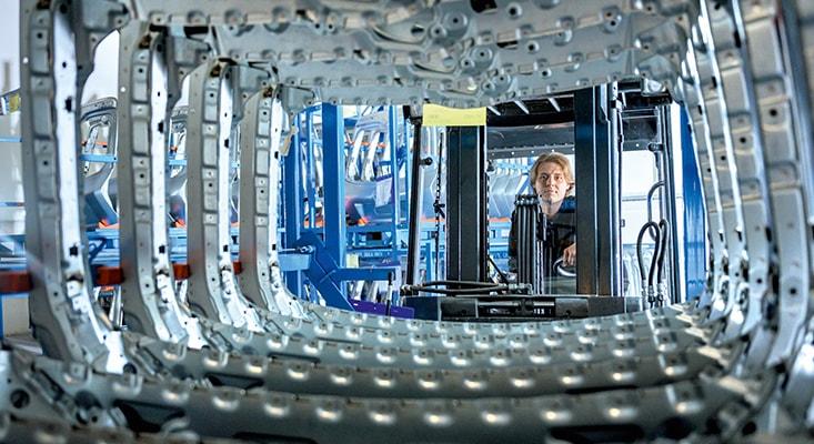 Spezialisten für Karosseriebau in 1500 Quadratmeter großem Nacharbeitszentrum.